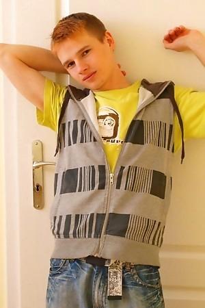 Cute Teen Boy Kamyk autofellatio fun