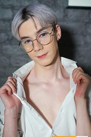 Karol Gajda Tempting Boy Pucker